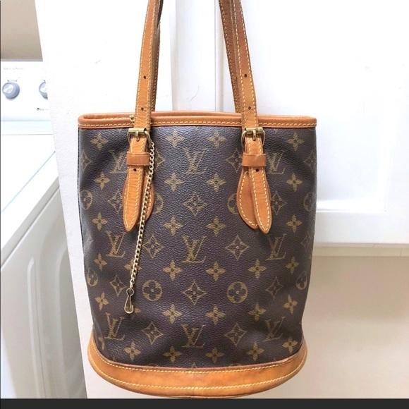 9c0a03cc53ce Louis Vuitton Handbags - Louis Vuitton monogram woman bucket pm